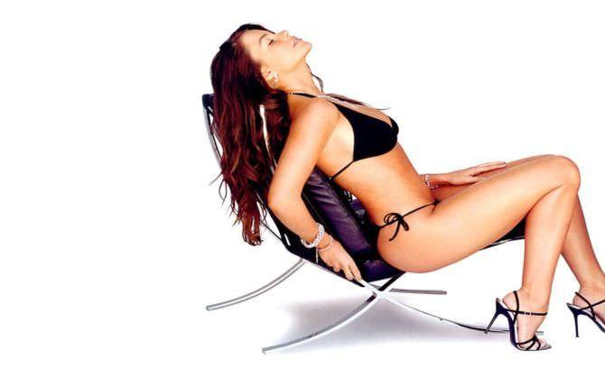 София Вергара фото на стуле