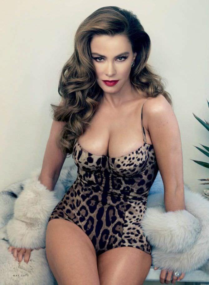 София Вергара фото в леопардовом купальнике