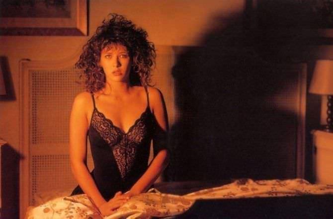Софи Марсо фотосессия в чёрной сорочке