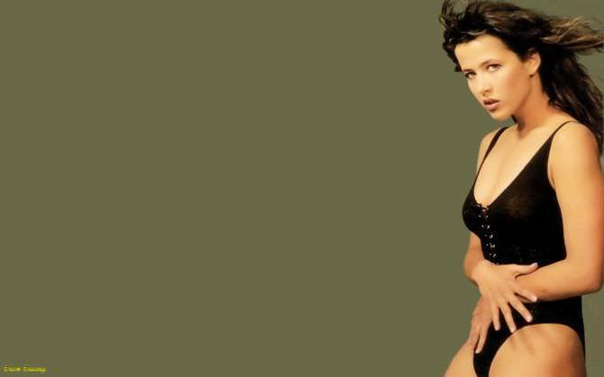 Софи Марсо фото в чёрном купальнике