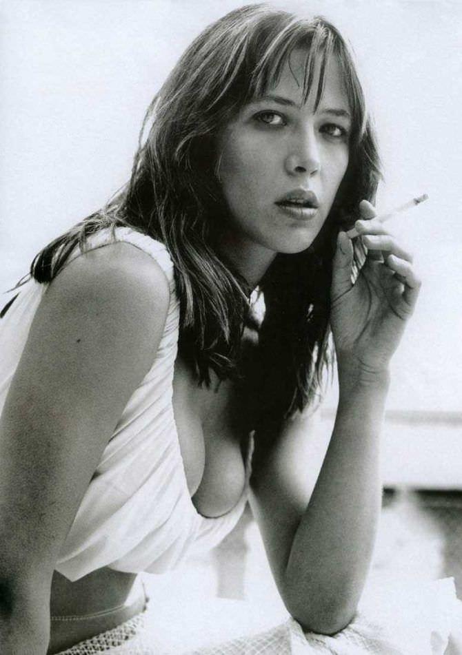 Софи Марсо фото в белом топе