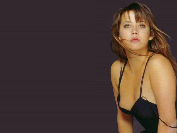 Софи Марсо фотография в маленьком чёрном платье