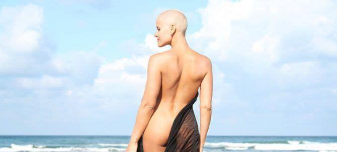 Марина Вовченко фотография на пляже со спины
