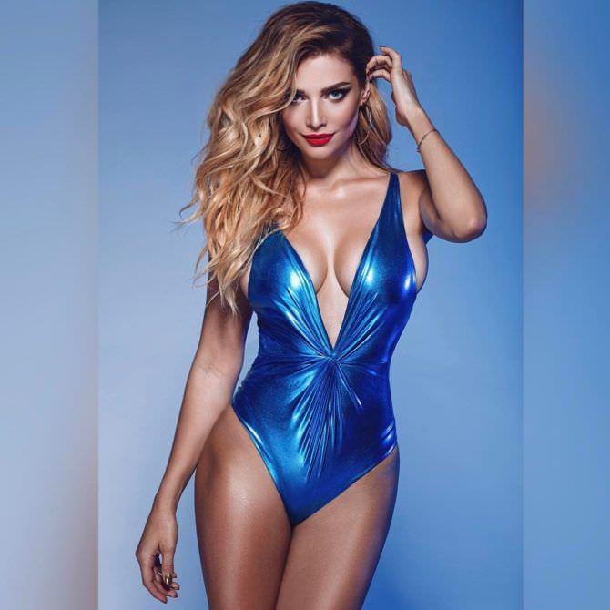 Татьяна Котова фото в синем купальнике