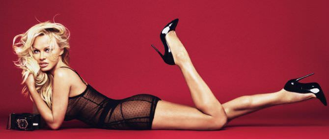 Памела Андерсон фото в чёрном платье