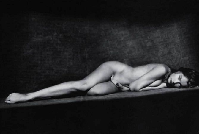 Летиция Каста чёрно-белое фото без одежды