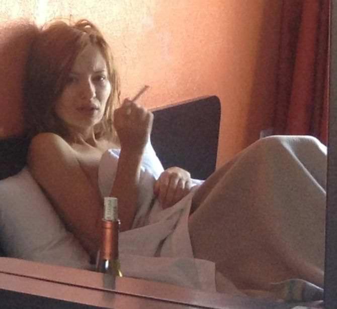 Эмили Браунинг скандальное слитое фото с телефона