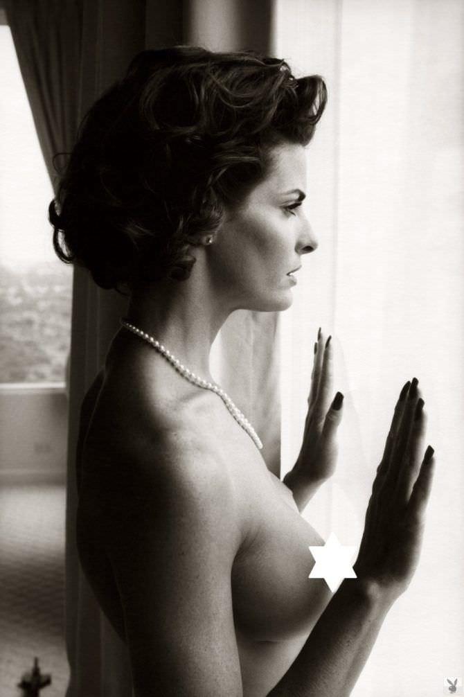 Джоан Северанс фотография у окна для журнала