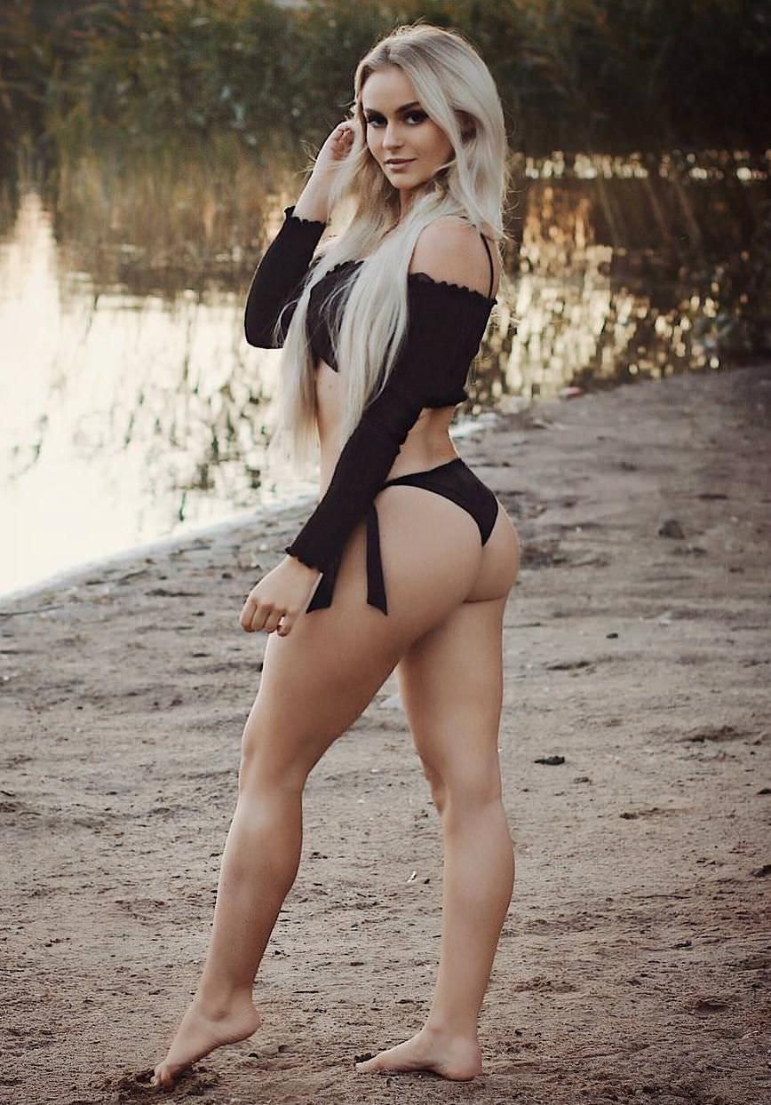 Анна Нистром фото в бикини