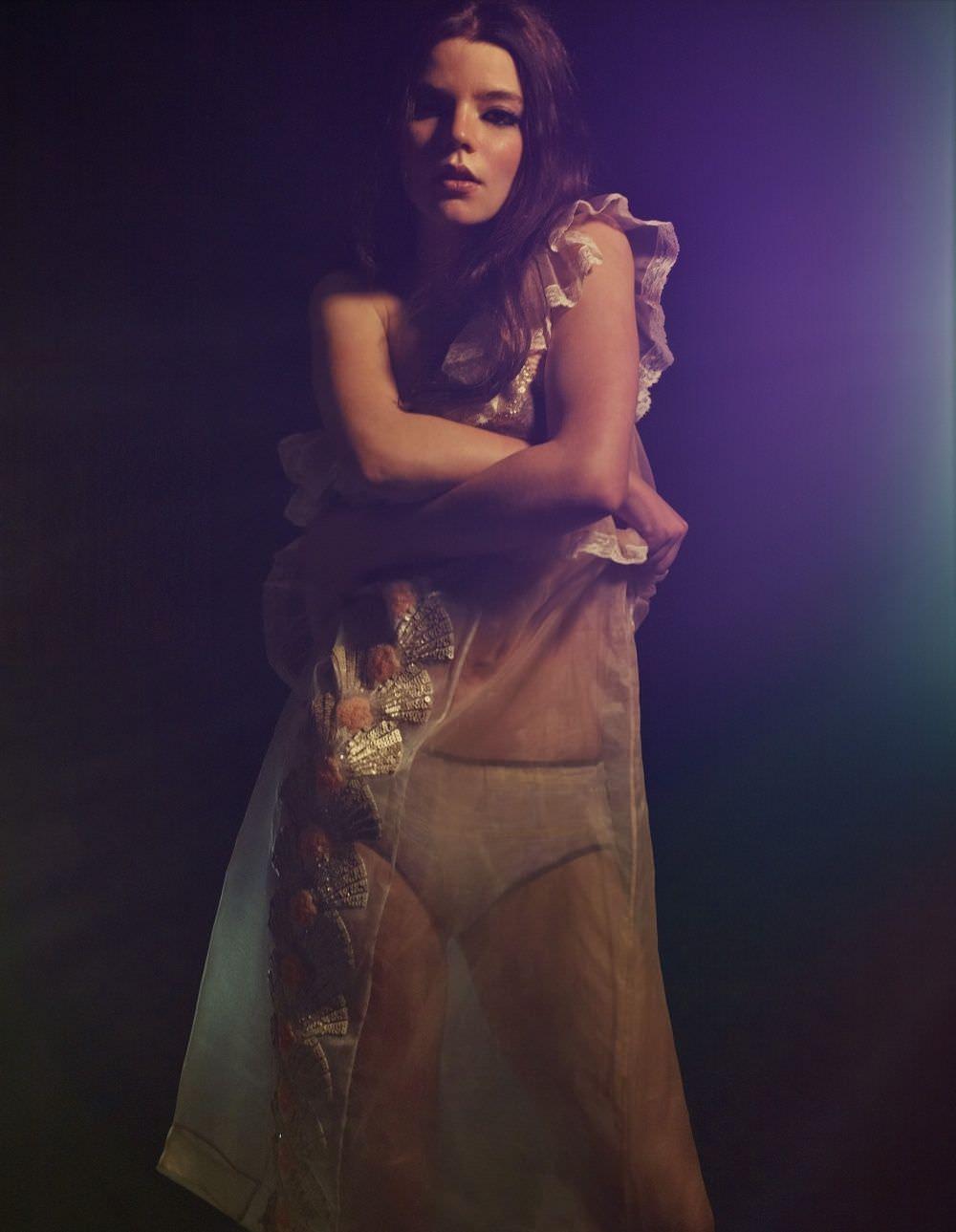 Аня Тейлор-Джой на профессиональной фотосессии