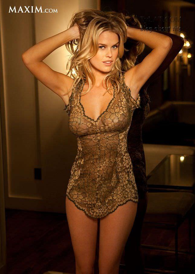 Элис Ив фото в коротком платье