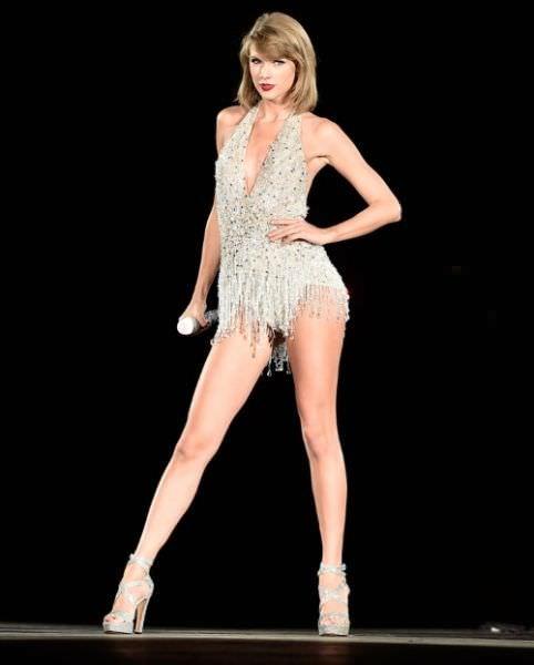 Тейлор Свифт фото на сцене