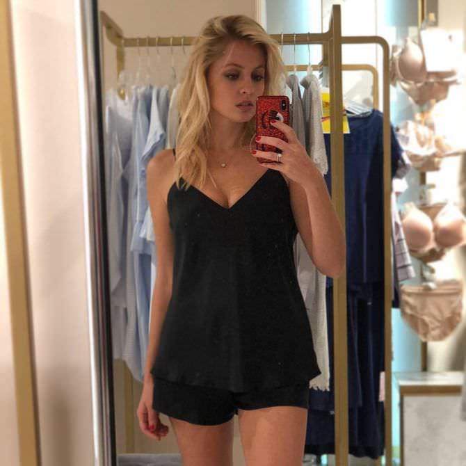 Янина Студилина фото в чёрной пижаме