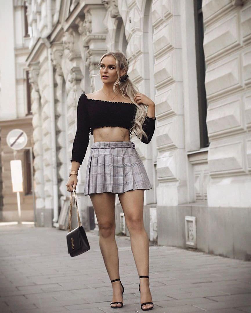 Анна Нистром фото в черном кроп-топе