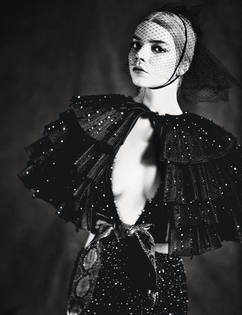Аня Тейлор-Джой фото в черном платье