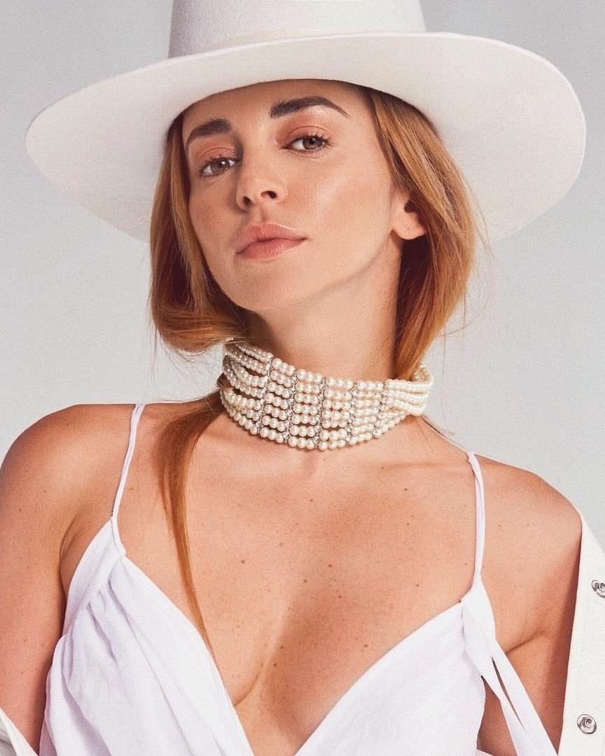 Анжелика Каширина фото в шляпе
