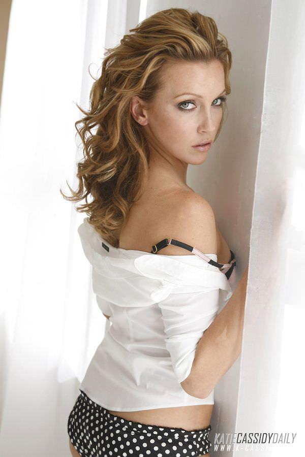 Кэтрин Кэссиди фото в белой рубашке