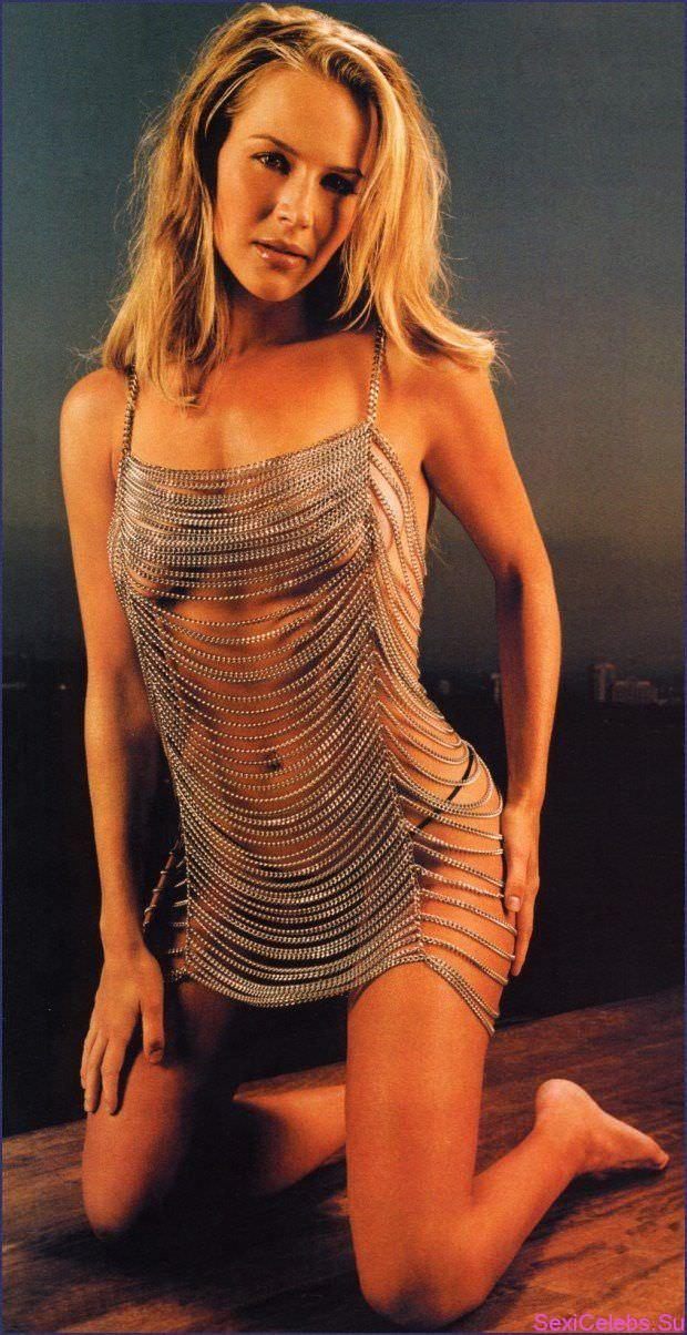 Джули Бенц фото в серебристом платье