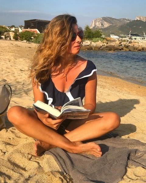Жанна Бадоева фото с книгой