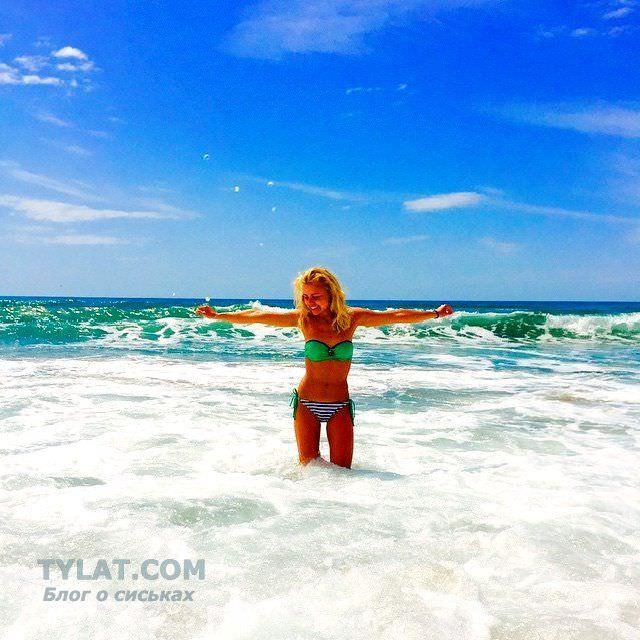Анастасия Акатова фото в воде