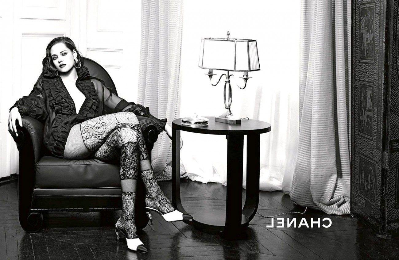 Кристен Стюарт фото на кресле