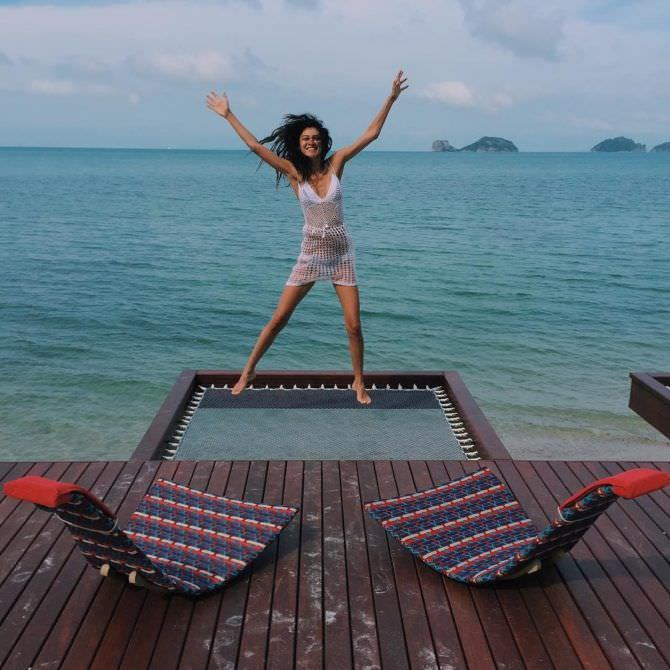Равшана Куркова фото в пляжном платье на отдыхе
