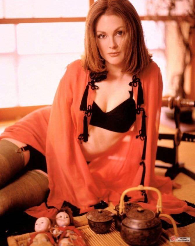 Джулианна Мур фотов нижнем белье и чулках