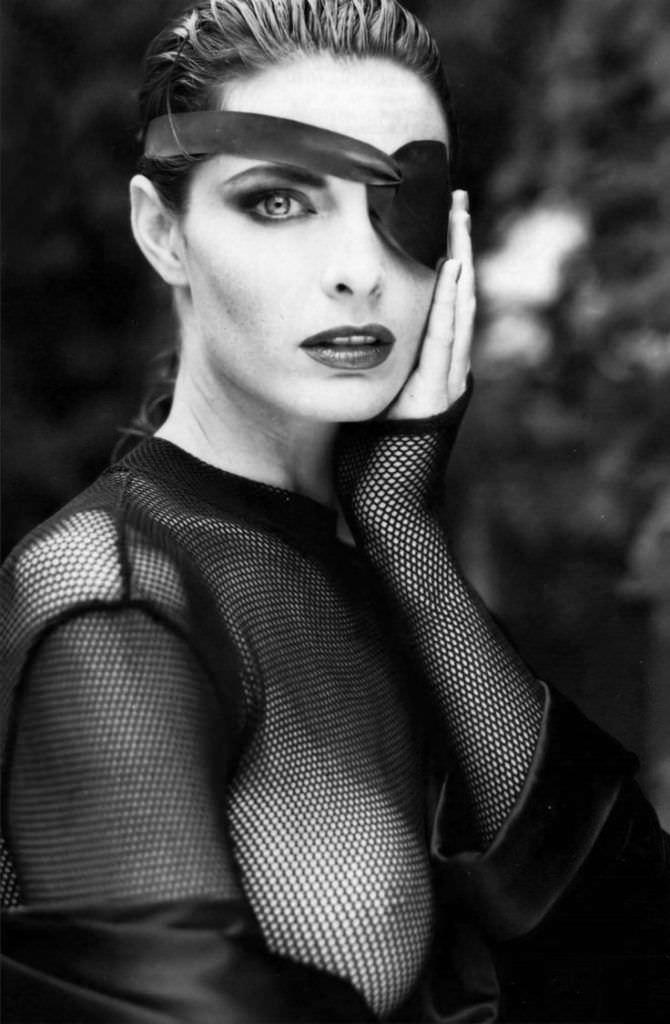 Джоан Северанс фото в повязке на глазу