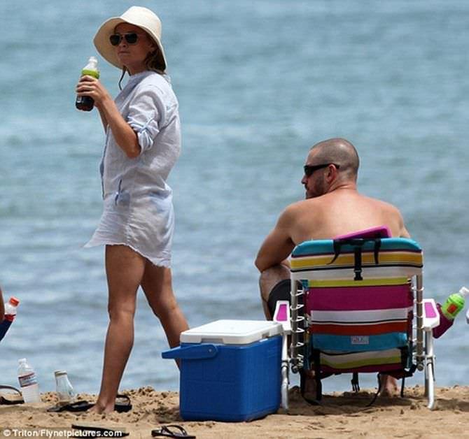 Риз Уизерспун фото в пляжной тунике