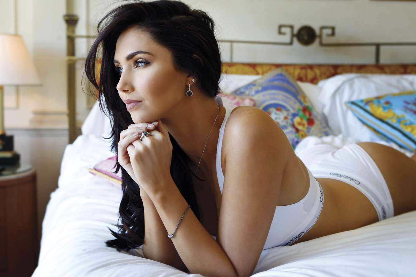 Джессика Грин фото в постели