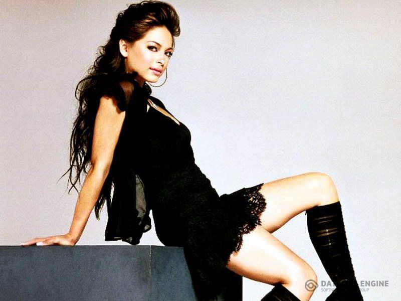 Кристин Кройк фото в высоких сапогах