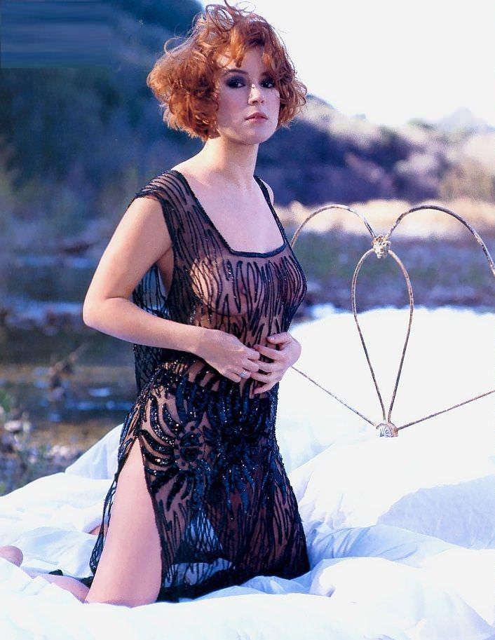 Дженнифер Тилли фото в платье