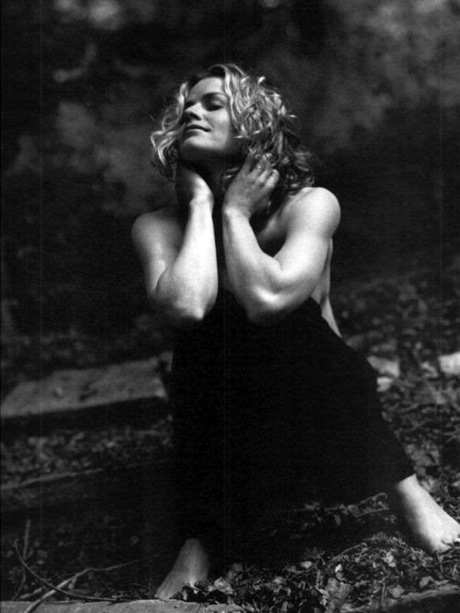 Элизабет Шу чёрно-белое фото в брюках