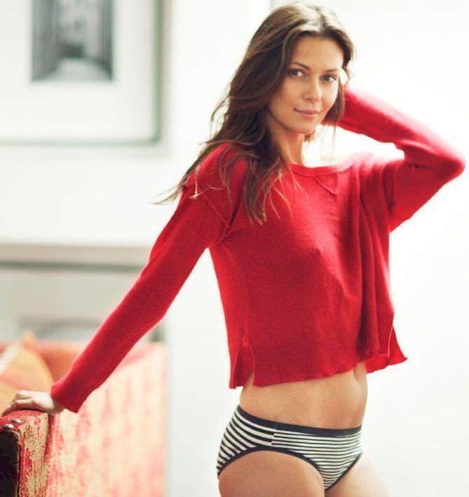 Ольга Фонда фотография в красном свитере
