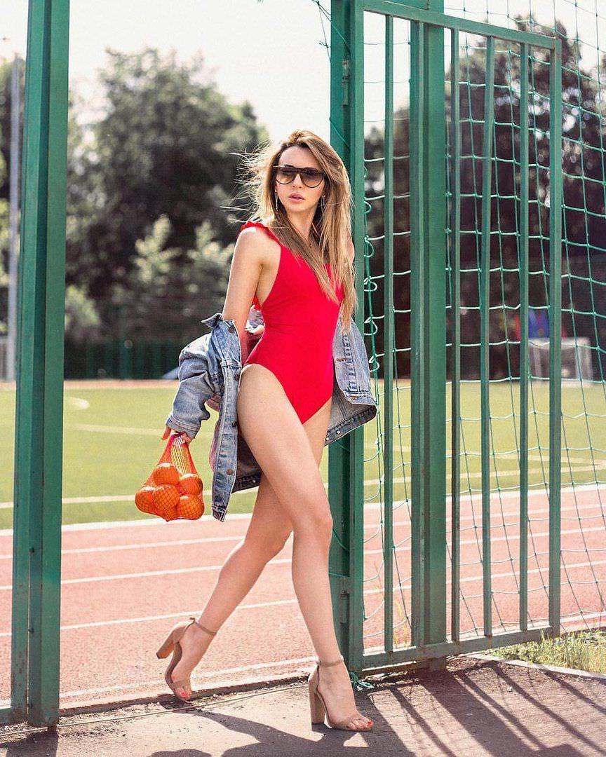 Анжелика Каширина фото на спортивной площадке
