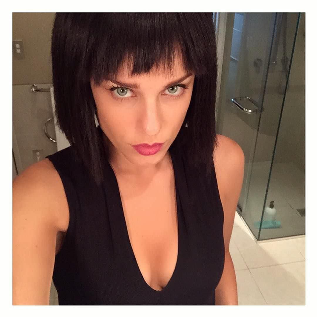 Джессика Макнэми фото с короткими волосами
