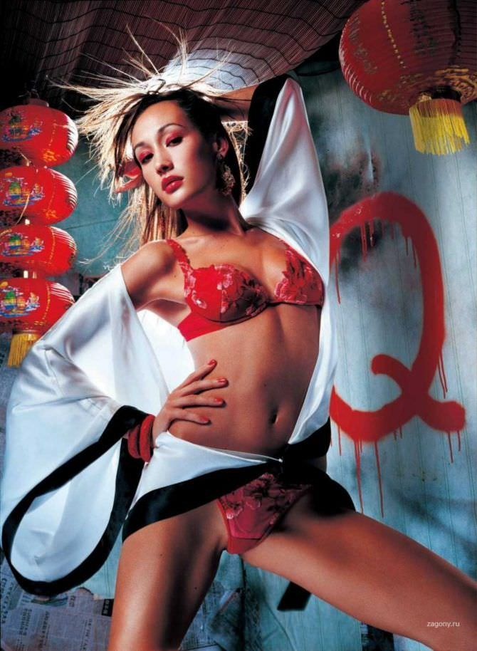 Мэгги Кью фотография в китайских декорациях