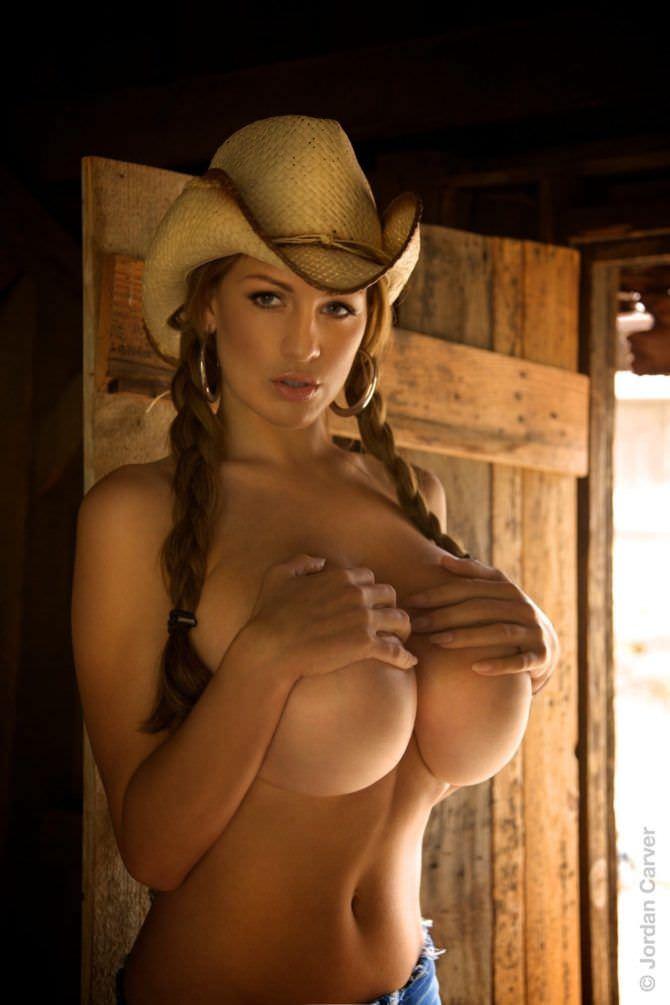Джордан Карвер фотография в ковбойской шляпе