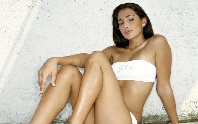 Натали Мартинес фотография в белом купальнике