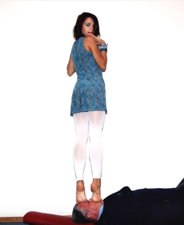 Мария Вэй фото со спины
