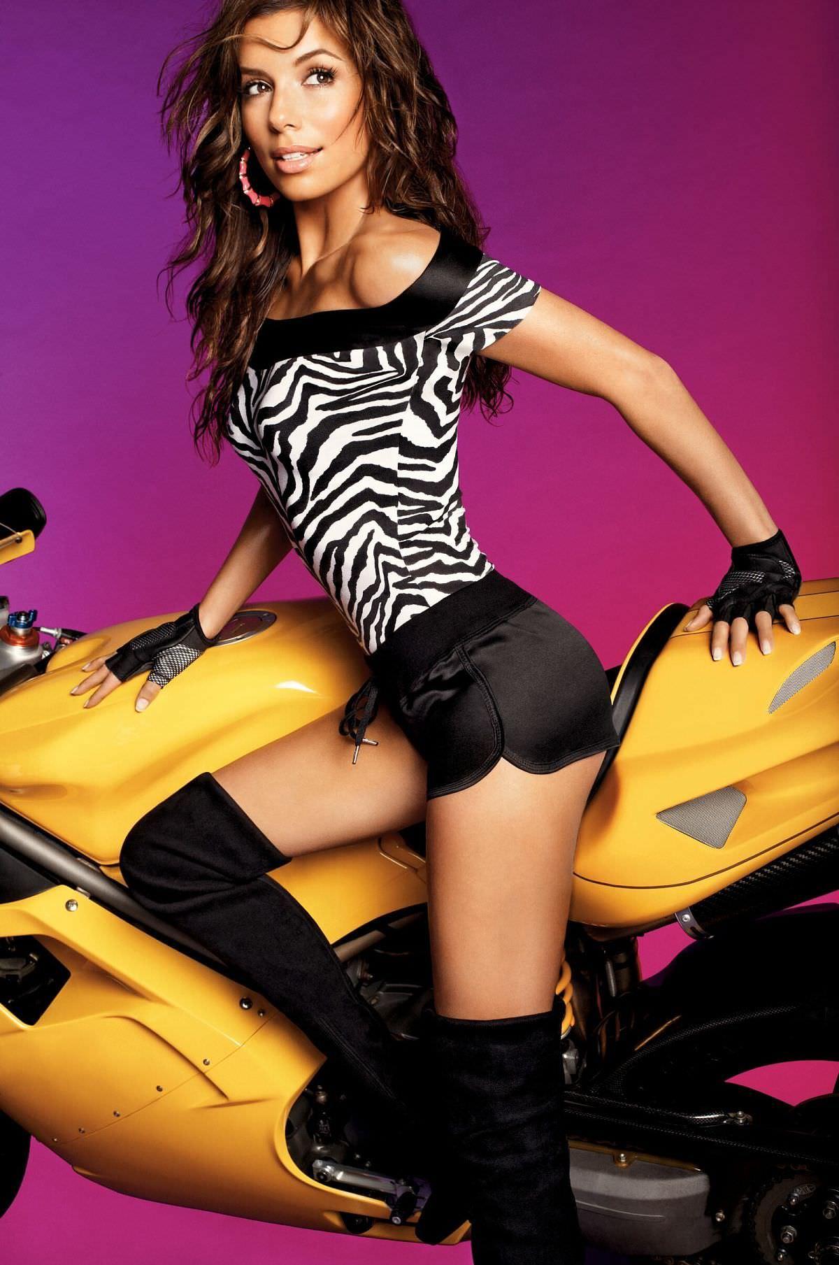 Ева Лонгория фото на мотоцикле