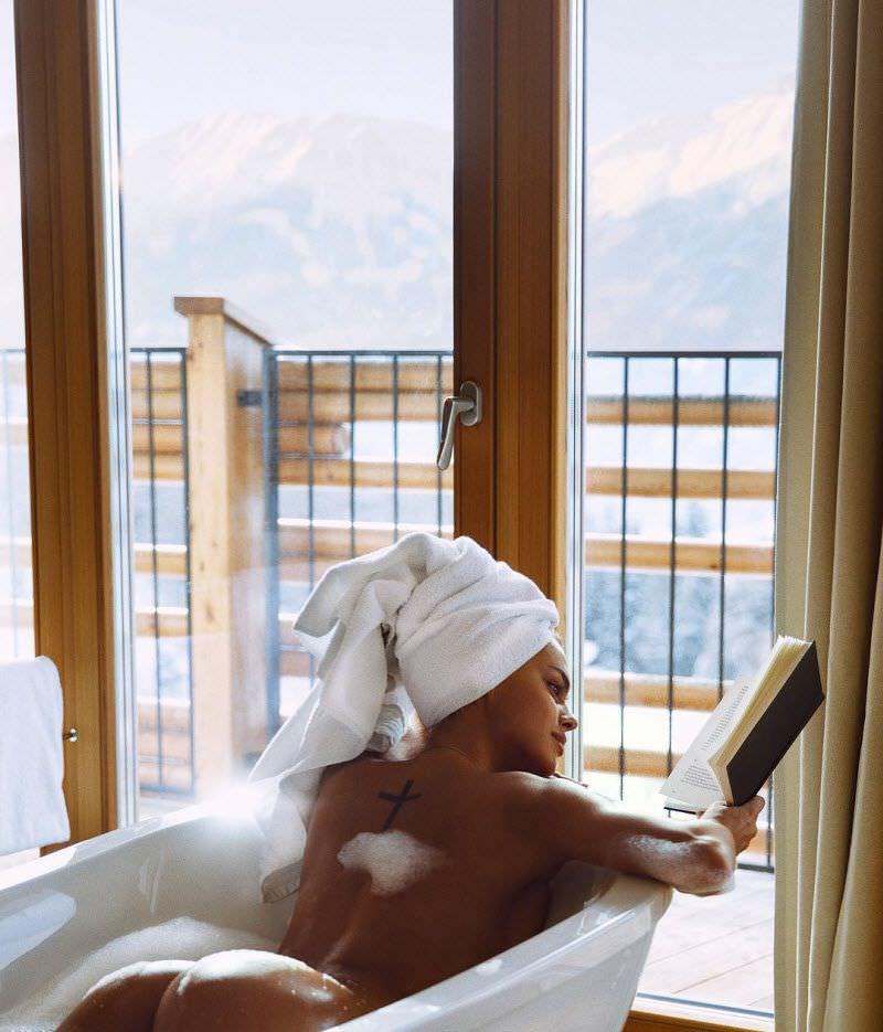 Виктория Одинцова фото в ванной