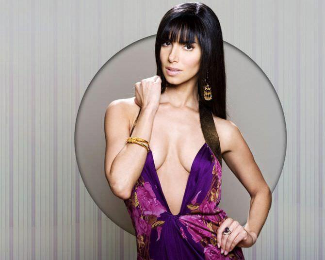Розалин Санчес фото в фиолетовом платье