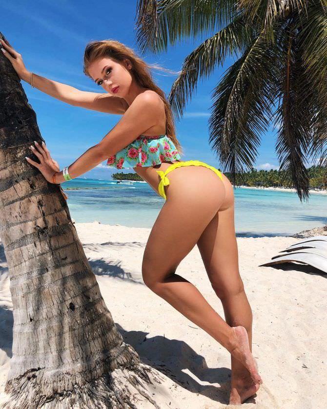 Полина Дубкова фото возле пальмы