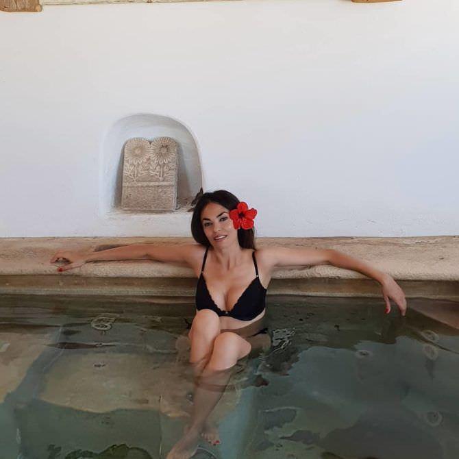 Мария Грация Кучинотта фото в бикини в инстаграм