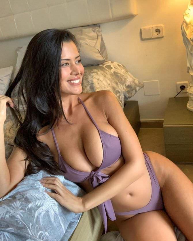 Ева Падлок фото в спальне