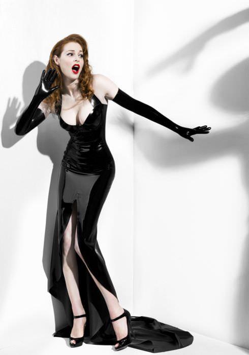 Эсме Бьянко фото в платье