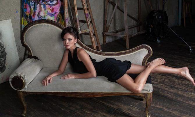Наталья Земцова фото в платье на кушетке