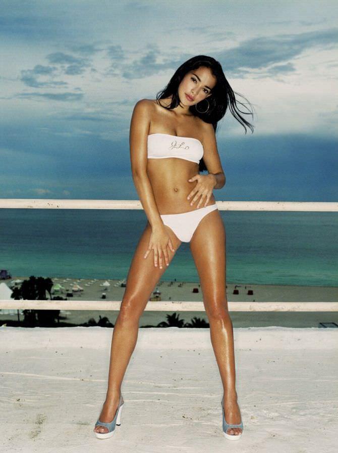 Натали Мартинес фото в белом бикини