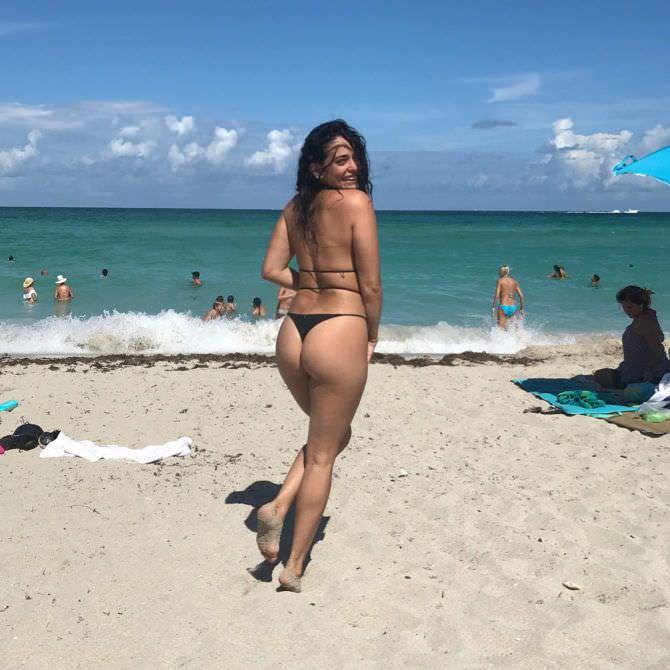 Натали Мартинес фото со спины